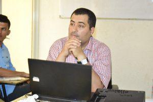 عمر الحياني - مدرب ورشة تدريب الصحفيين حول التغيرات المناخية ومستقبل الطاقة - عدن تصوير وهيب شرف