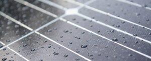 خلايا شمسية هجينة جديدة تستطيع جمع الطاقة الكهربائية من قطرات المطر
