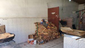 أخشاب السدر في إحدى المخابز الشعبية بصنعاء