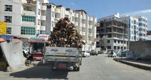 سيارة تحمل احطاب في العاصمة صنعاء